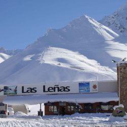 Postal de la entrada al centro de esquí Las Leñas, otros tiempos, otras realidades.