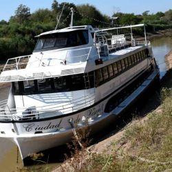 La bajante del río Paraná dejó varado al barco más icónico de Rosario.