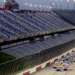 DARLINGTON, CAROLINA DEL SUR - 20 DE MAYO: Los coches conducen durante la Copa NASCAR Toyota Serie 500 en Darlington Raceway el 20 de mayo de 2020 en Darlington, Carolina del Sur. Jared C. Tilton / Getty Images / AFP   Foto:AFP