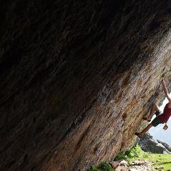 Dos niños practican escalada en la cima del Monte Mondarrain cerca de Itxassou, en el suroeste de Francia, el 21 de mayo de 2020, mientras Francia alivia las medidas de bloqueo tomadas para frenar la propagación del COVID-19 (el nuevo coronavirus). (Foto por GAIZKA IROZ / AFP)   Foto:AFP