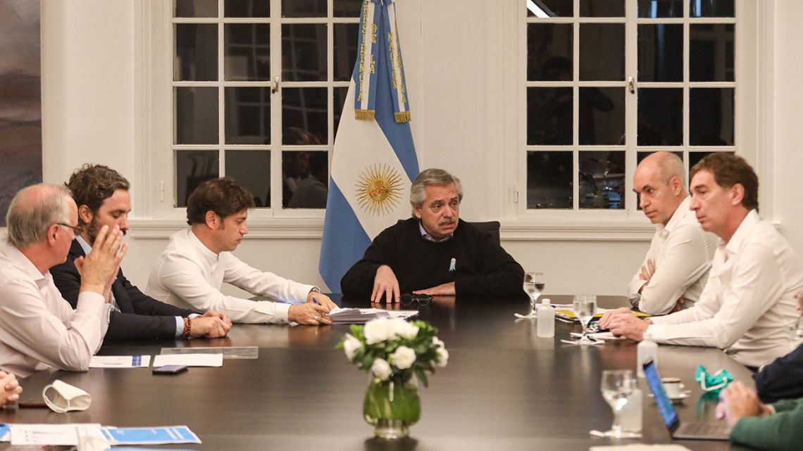 President Alberto Fernández meets with Axel Kicillof, Horacio Rodríguez Larreta and a host of officials.