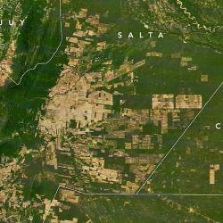 Así está hoy la zona de El Gran Chaco, según la fotografía satelital de la NASA. Se puede observar la presencia de actividad humana donde antes había verde.