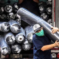 Con la flexibilización de la cuarentena para ciertas actividad, la vida cotidiana tiene un poco más de movimiento el la Ciudad de Buenos Aires respetando los protocolos de seguridad debido al coronavirus. Foto: Télam. | Foto:Télam