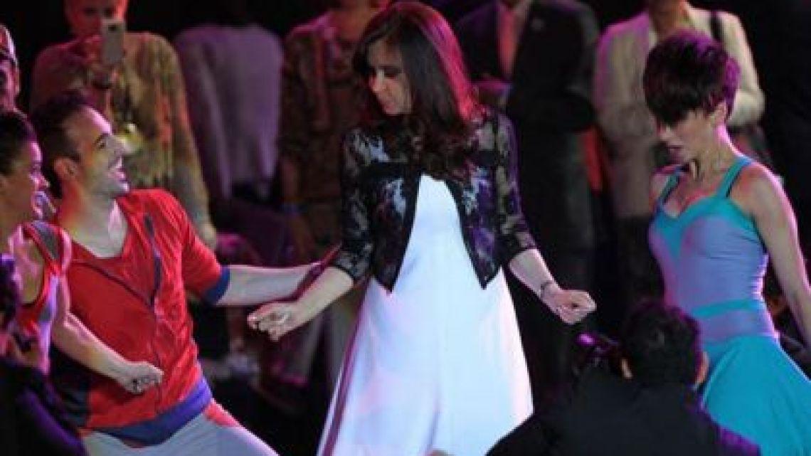 Cristina Kirchner bailando. | Foto:Cedoc