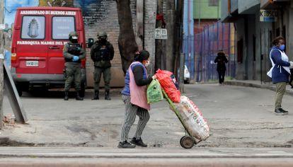 El Ejercito Argentino colabora con el comedor comunitario de la Villa 1.11.14 de Bajo Flores