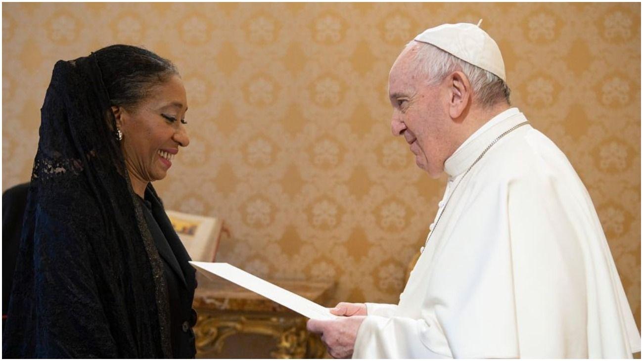 La embajadora ante el Vaticano presentó sus cartas credenciales ante el papa Francisco