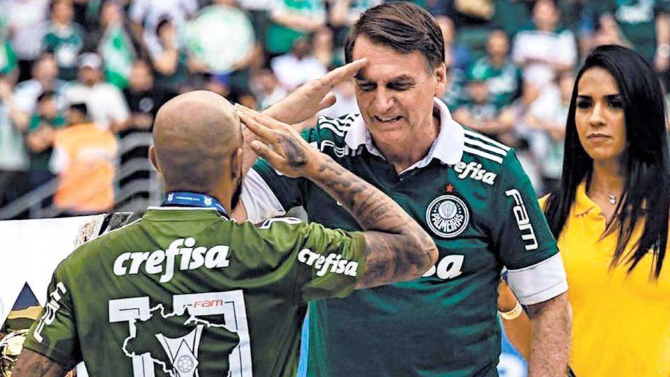 """Sin limite. """"Los futbolistas quieren volver a jugar"""", justificó el presidente brasileño."""
