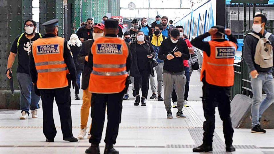 Trenes. Prevén cerrar estaciones intermedias en la Ciudad.