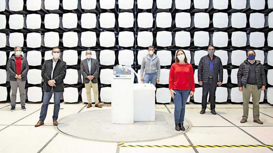 Presentación. Los investigadores del INTI que lograron poner a punto el dispositivo de ventilación.