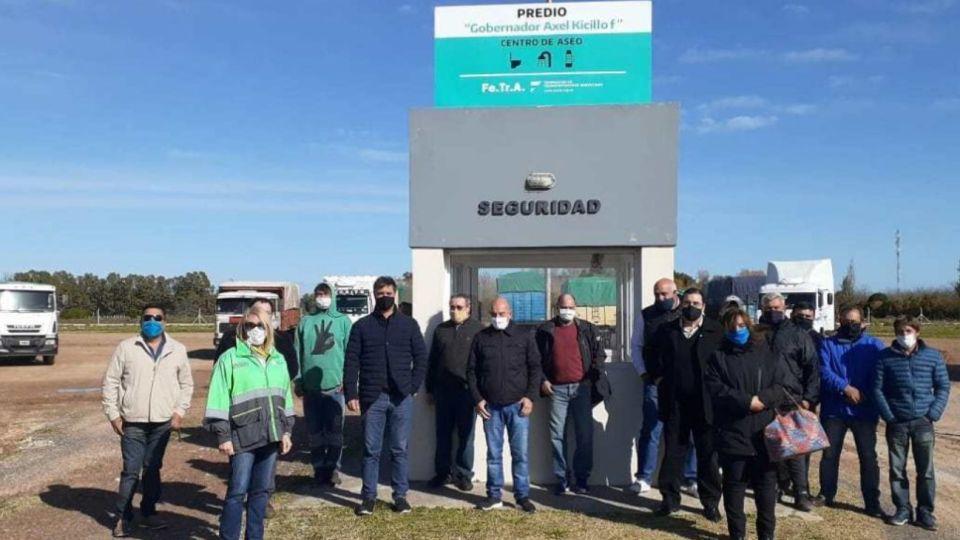 """Inauguraron en Azul un centro para camioneros llamado """"Gobernador Axel Kicillof""""."""