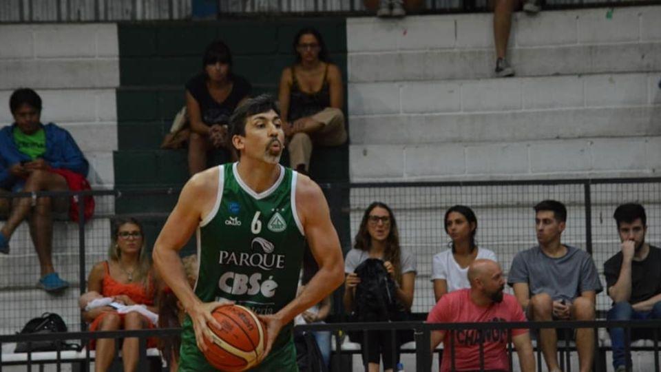 EN EL VERDE DEL SUR. Mikulas jugó las últimas dos temporadas en Barrio Parque.