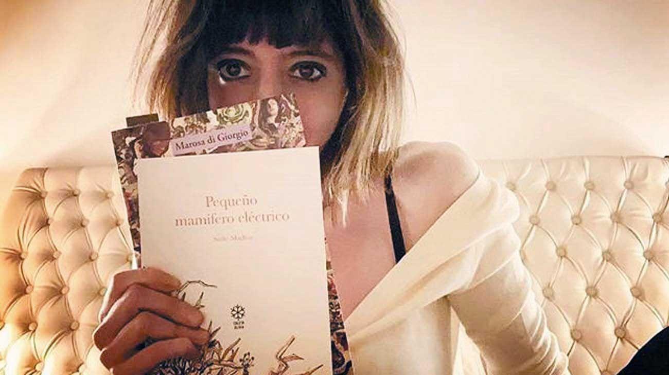 Lecturas. En uno de sus últimos posteos, Florencia recomienda la poesía de Marosa di Giorgio.