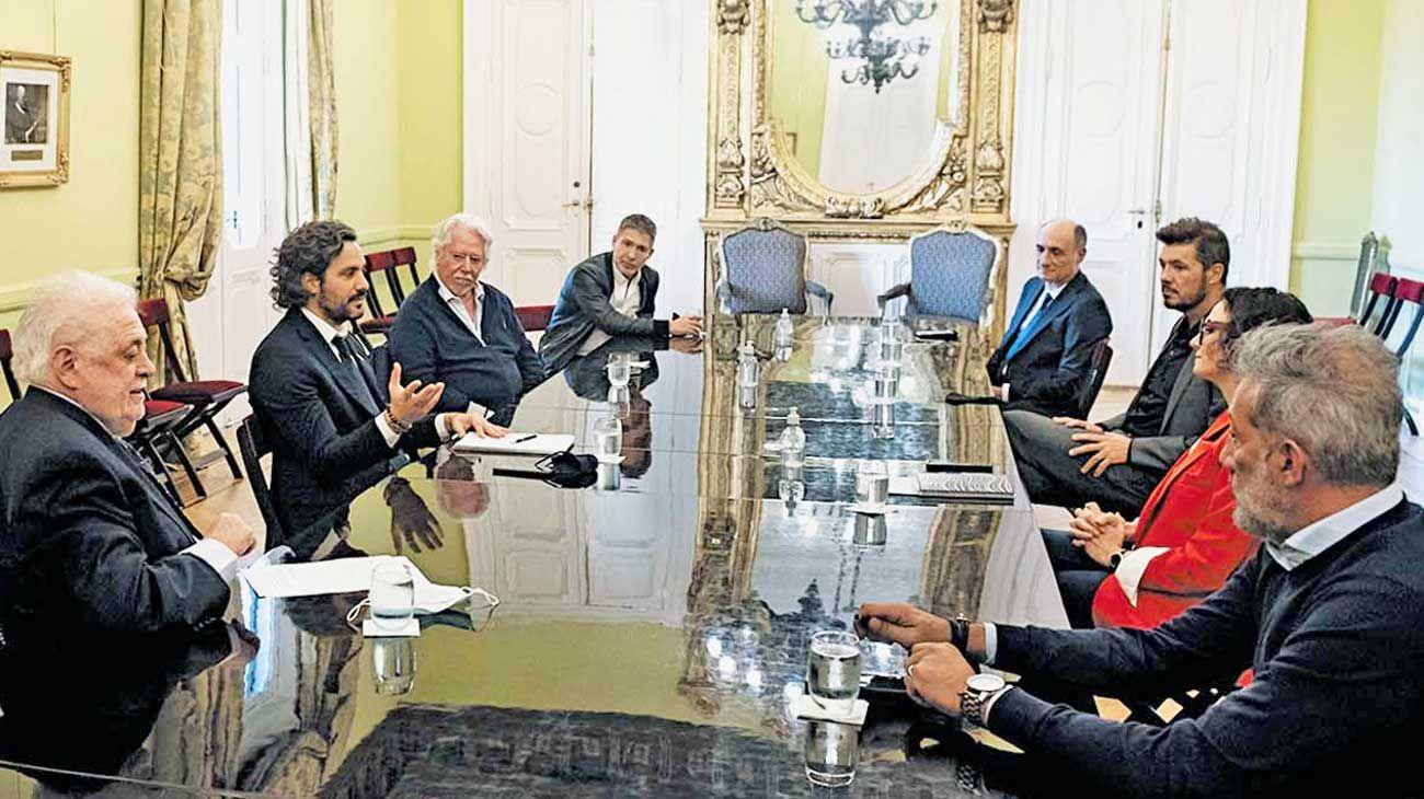 Reunión. Marcelo Tinelli y Adrián Suar fueron recibidos por Santiago Cafiero en Casa Rosada.