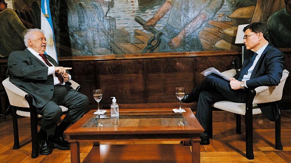 El ministro de Salud Ginés Gonález García, en la entrevista que concedió a Jorge Fontevecchia.