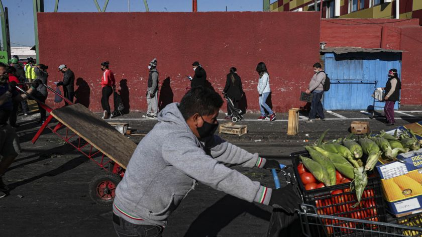 Chile registra una caída récord en la actividad económica por la ...