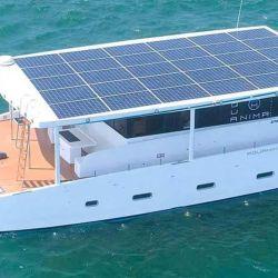 El Aquanima 40, presentado en Bali, Indonesia, es un yate de cuatro cabinas y con capacidad para ocho pasajeros.