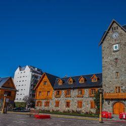 El emblemático Centro Cívico de Bariloche cumplió en marzo los 80 y esto motivó el inicio de una serie de trabajos para su reacondicionamiento general y embellecimiento del edificio, que es patrimonio arquitectónico.