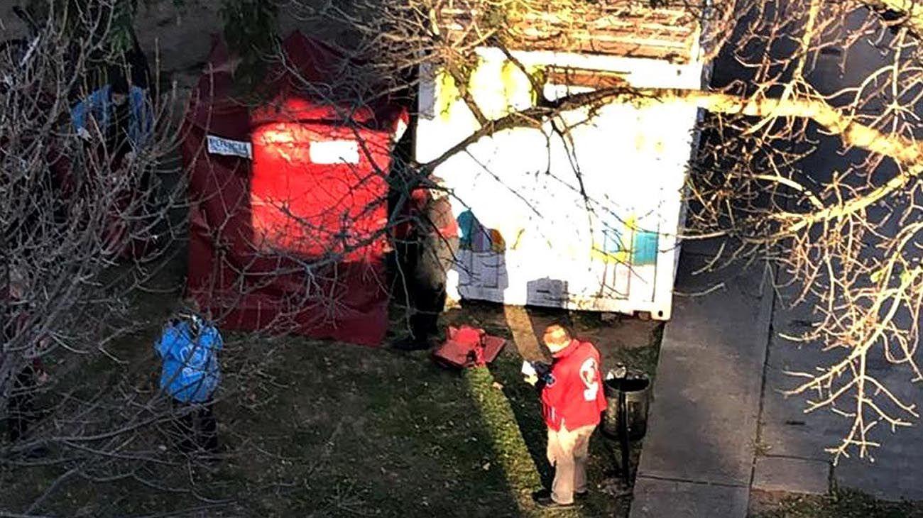La Policía trabaja en el lugar en donde se encontró el cuerpo.