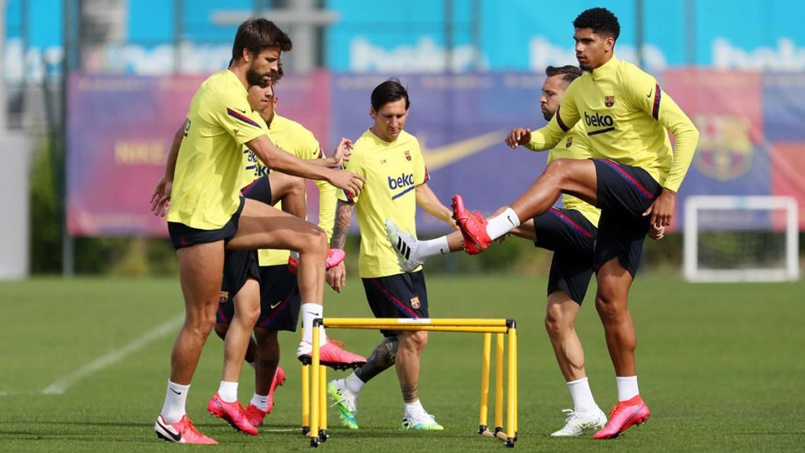 This handout pictured made available by FC Barcelona shows Barcelona's Argentine star Lionel Messi (centre) and teammates attending a training session at the Ciutat Esportiva Joan Gamper in Sant Joan Despi on May 25, 2020.