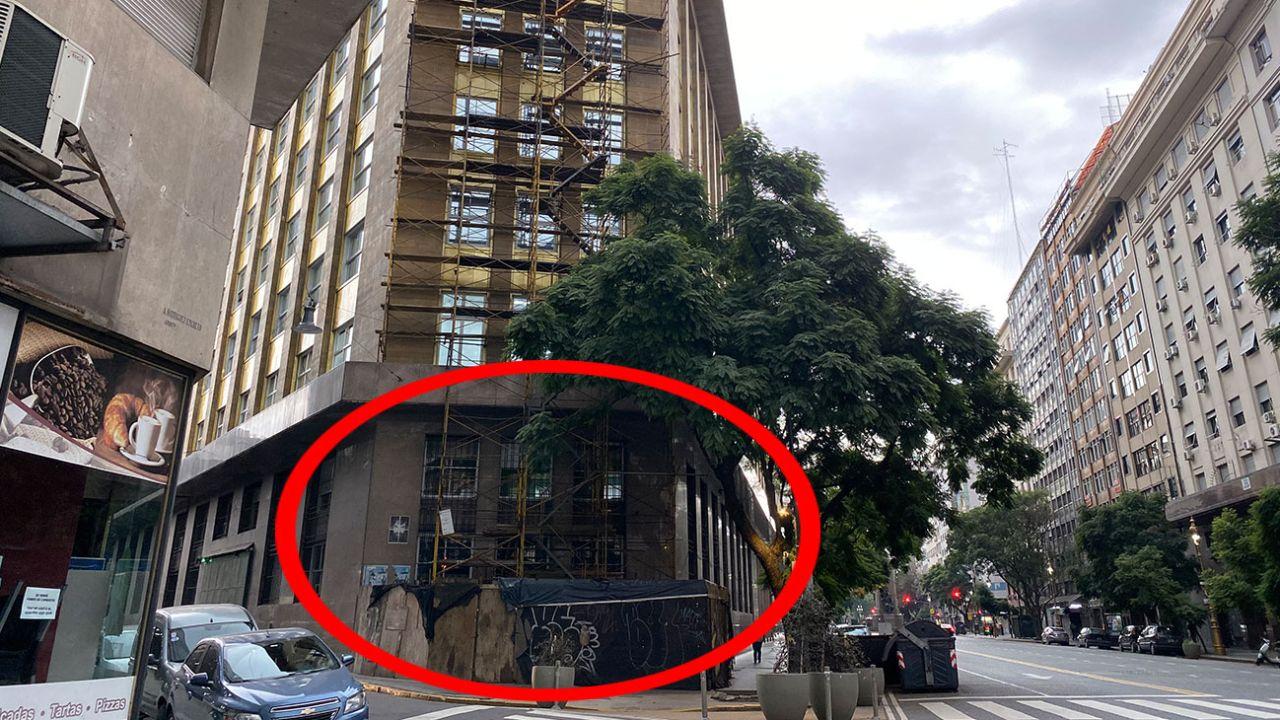 El andamio por donde entraron a robar al Ministerio de Producción. | Foto:Cedoc.
