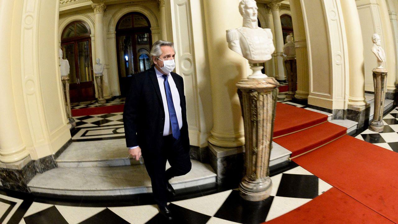 El presidente Alberto Fernández, se retira de Casa de Gobierno luego de asegurar hoy que  | Foto:Télam