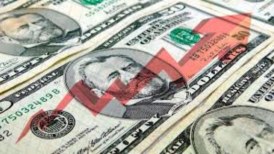 Tensión en el mercado cambiario. Suben el dólar CCL y el paralelo.