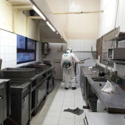 La reglamentación es estricta en cuanto a la desinfeccíón y limpieza de los restaurantes.