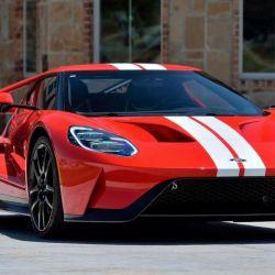 Este superdeportivo cuenta con un motor EcoBoost V6 de 3.5 litros biturbo, capaz de ofrecer 656 CV.