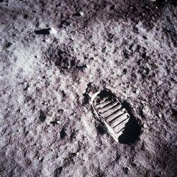 Huella de Aldrin sobre la superficie lunar, que fue tomada con una cámara de 70 mm.