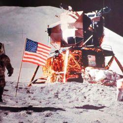 El Apolo 15 fue la primera misión donde se utilizó un Rover Lunar (LRV).