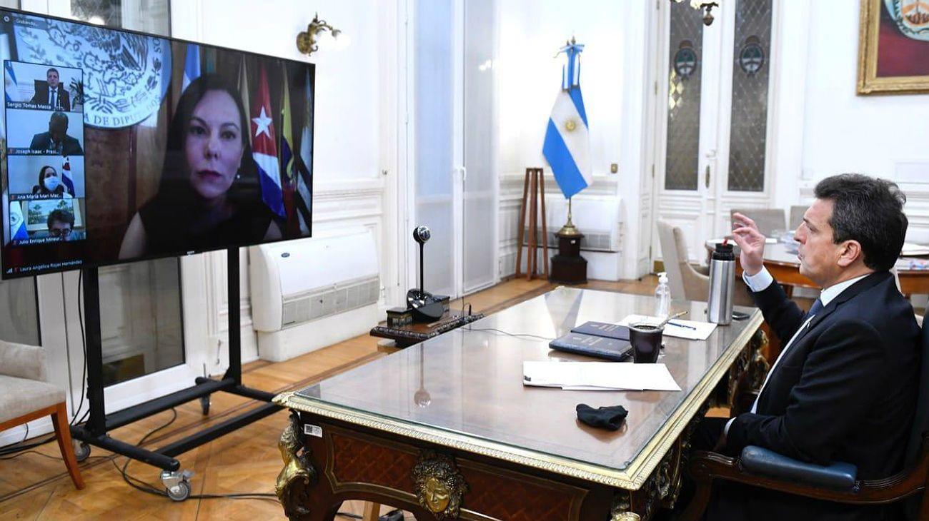 El presidente de la Camara de Diputados,Sergio Massa, en el debate con líderes legislativos latinoamericanos.
