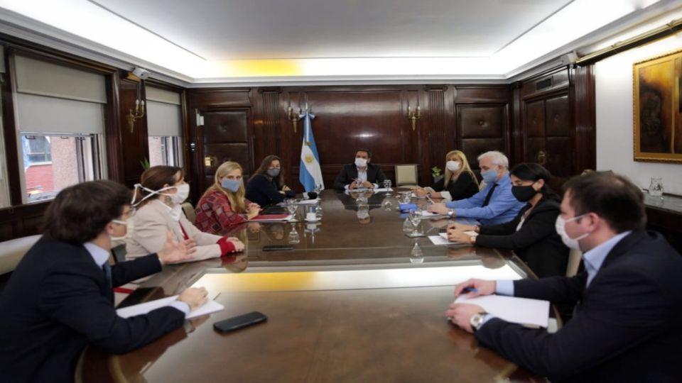 La mesa tripatita que integran Seguridad, Justicia y Medio Ambiente reunida por el conflicto en Villa Mascardi
