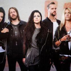 Formada en 1995, la banda regresó desde la intimidad de sus hogares.