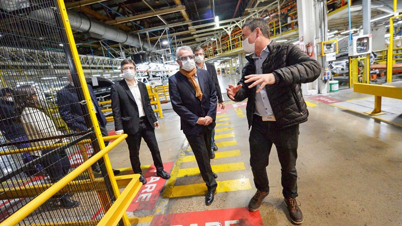 El intendente de Tigre, Julio Zamora, y el ministro de Producción, Ciencia e Innovación Tecnológica bonaerense, Augusto Costa, recorrieron la fábrica Ford, en General Pacheco, que reinició sus actividades hace unos días.