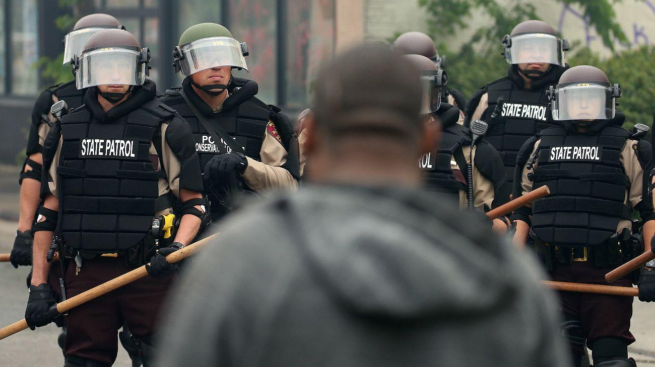 La tensión racial está al rojo vivo en Minneapolis.