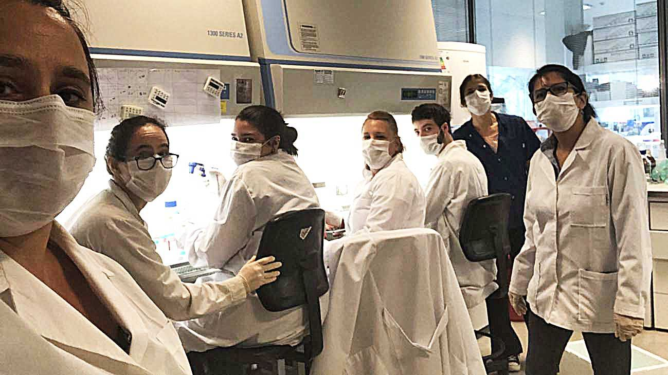 Equipo. La doctora Juliana Cassataro junto a los científicos del Instituto de Investigaciones Biotecnológicas de la Unsam.