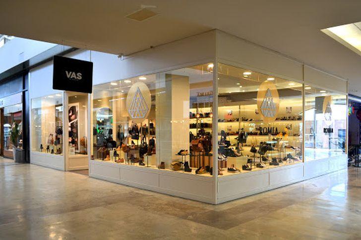 CAMBIOS Y ESPERA. Los shoppings de Córdoba adecuaron su estructura y modelo, ahora esperan reabrir.