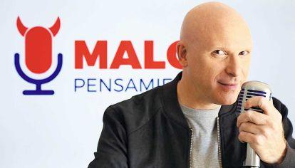 Comunicador. Petinatti todas las tardes en la radio uruguaya. Concita fanatismos apasionados similares a los del fútbol.