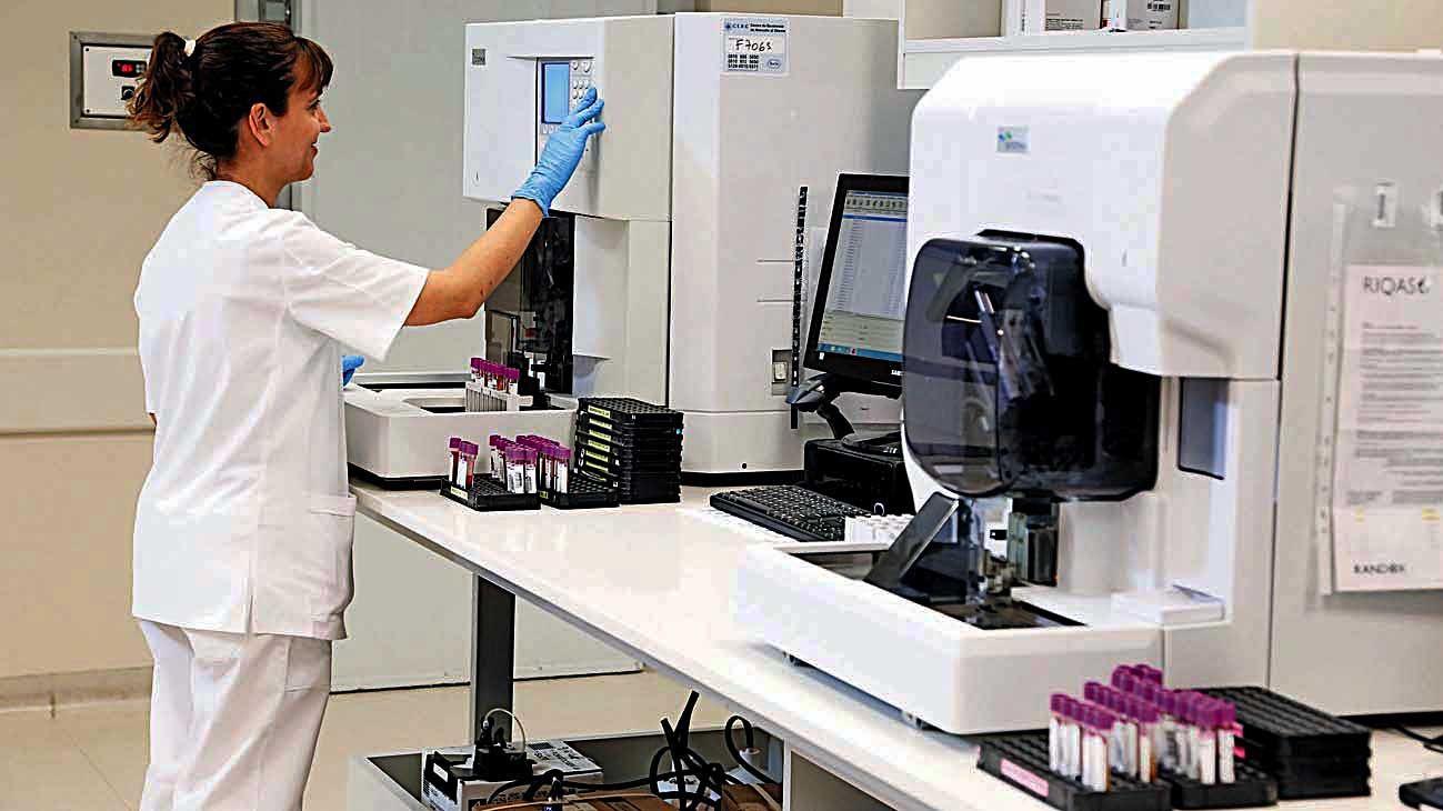 Equipamiento. Las muestras se procesan en laboratorios de rutina. El test serológico tiene un valor de alrededor de $ 3 mil.