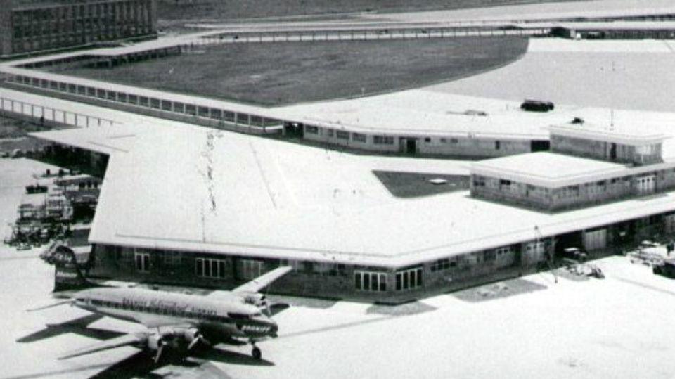 El Aeropuerto de Ezeiza, obra impulsada por el ministro Juan Pistarini, a poco de su inauguración.