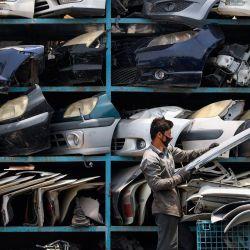 Un trabajador organiza piezas de automóviles en una tienda de repuestos en el área industrial de Dubai, cerca del aeropuerto, después de que las autoridades emiratíes aliviaron las restricciones impuestas para detener la propagación del nuevo coronavirus, permitiendo que algunas empresas reabran.  | Foto:Karim Sahib / AFP