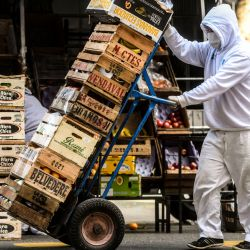 Buenos Aires: Vida cotidiana en la ciudad. Trabajadores esenciales continúan sus labores, con los debidos protocolos sanitarios, en otra jornada de aislamiento social obligatorio debido a la pandemis Covid-19. | Foto:Télam