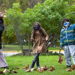 Los niños, acompañados por un adulto, disfrutaron  de los paseos permitidos, a pesar de las bajas temperaturas del fin de semana. | Foto:Juan Ferrari