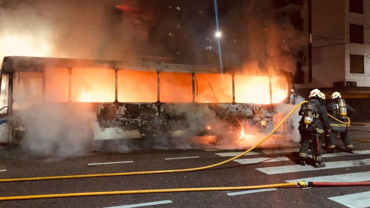 Un colectivo se incendió    Foto:Télam