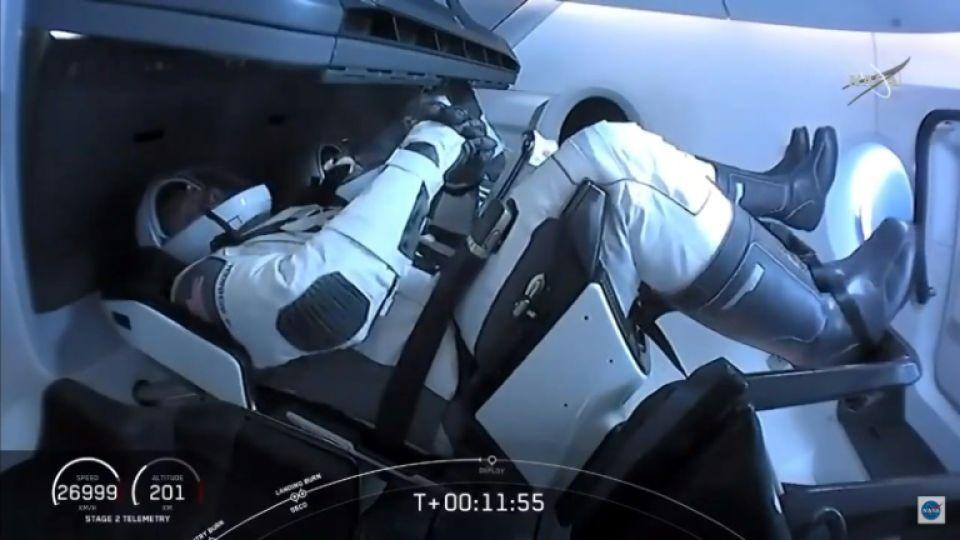Los astronautas del Crew Dragon SpaceX durante el lanzamiento