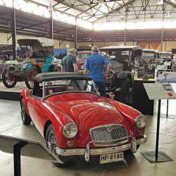los caravaneros recorren las instalaciones del bien provisto Museo del Automóvil de Lolol.
