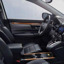 Las butacas delanteras son calefaccionadas y el asiento del conductor viene con ajuste eléctrico en ocho direcciones.