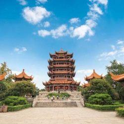 Wuhan siempre recibe la visita de miles de grullas, estas aves inspiraron el diseño de sus pagodas más antiguas, como la Pagdoda de la Grulla.