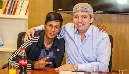 Alberto Fernández con Brian Gallo.