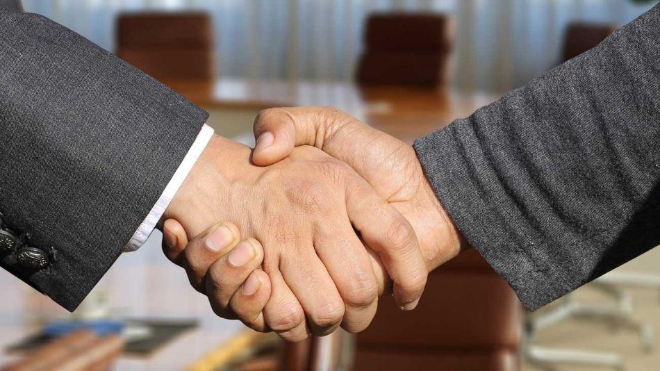 manos-acuerdo-ejecutivos-lider-pixabay